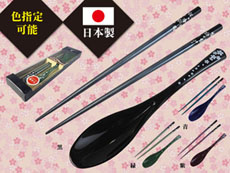 【日本製】ギフト用箸・スプーンセット(黒銀小桜・柄匙・4色)